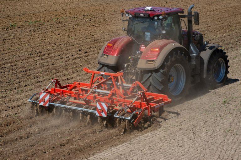 Evers test nieuwe ruggenteeltcultivator voor maïs