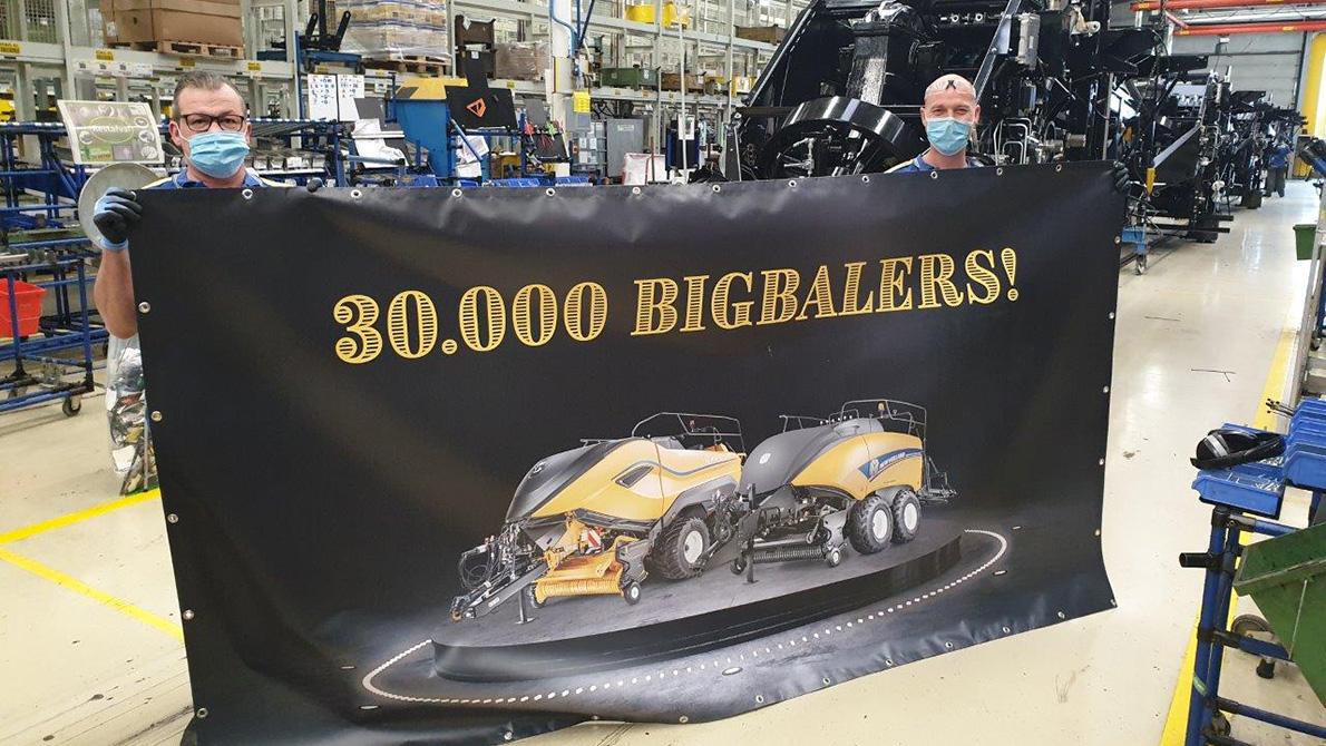 Mijlpaal voor New Holland: 30.000ste grootpakkenpers loopt van de band